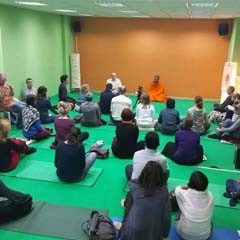 Swami Nityananda Giri delivers a talk on Kriya Yoga in Moscow